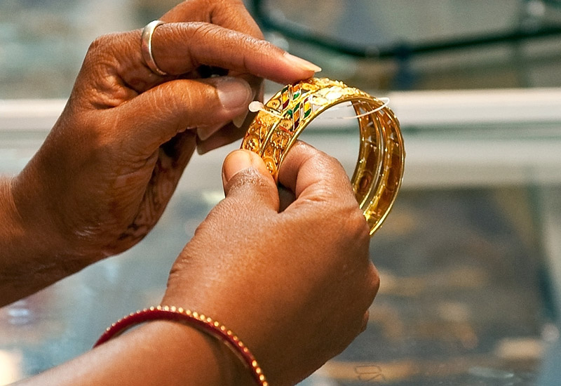 indian-gold-bangle106384924.jpg