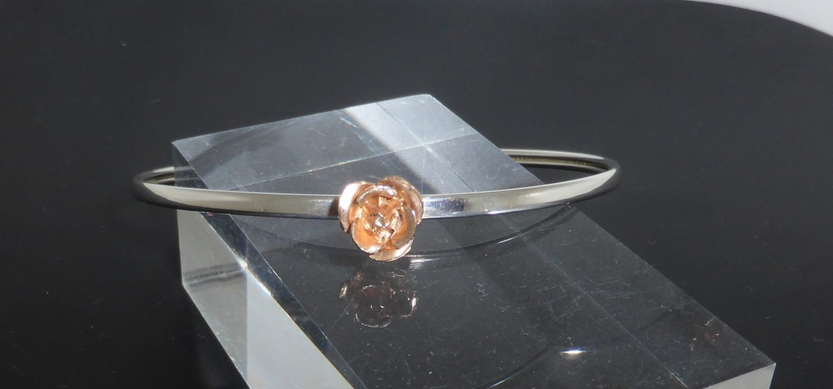 Bangle with rose