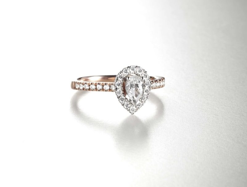 Pear halo from Domino's Diamond Ring Mount Offering