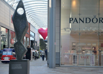 Pandora UK reports decline in like-for-like sales for 2019